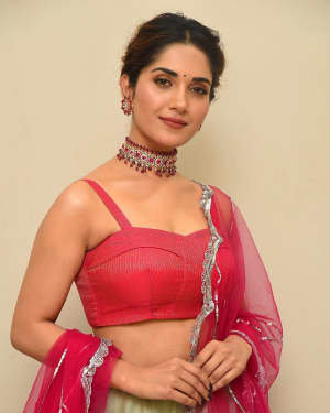 Ruhani Sharma - HIT Movie Pre-release Event At Vizag | Picture 1723304