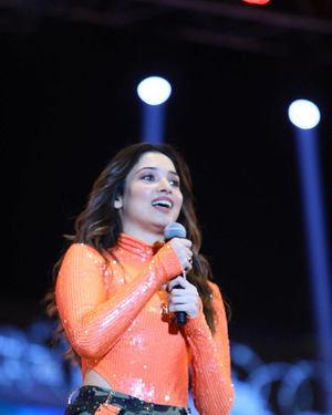Tamanna Bhatia - Sarileru Neekevvaru Movie Pre Release Event Photos   Picture 1712695