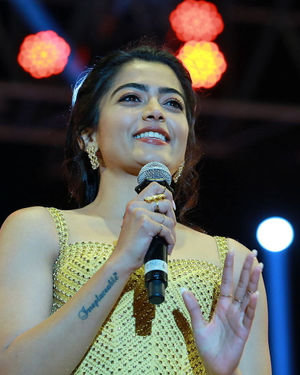 Rashmika Mandanna - Sarileru Neekevvaru Movie Pre Release Event Photos   Picture 1712645