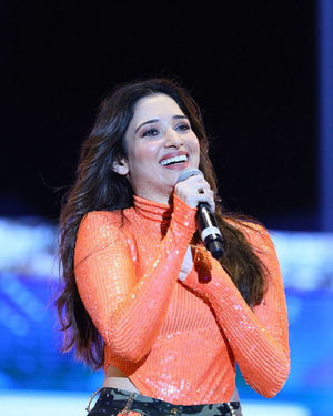 Tamanna Bhatia - Sarileru Neekevvaru Movie Pre Release Event Photos   Picture 1712697
