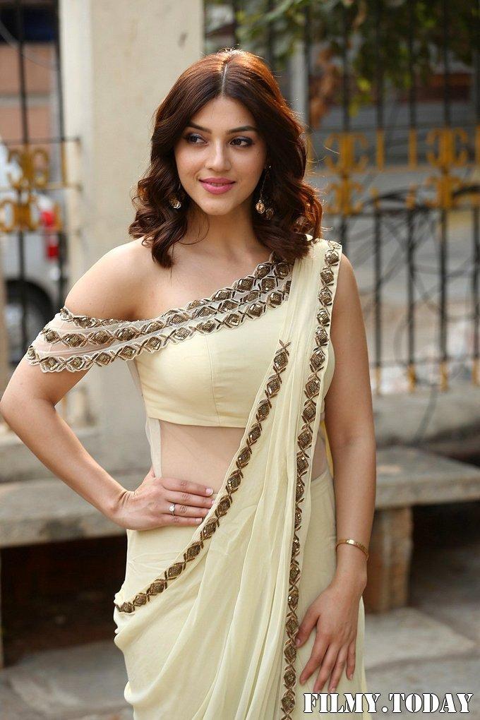 Mehreen Kaur At Entha Manchivaadavuraa Movie Interview Photos   Picture 1714033
