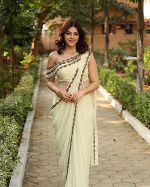 Mehreen Kaur At Entha Manchivaadavuraa Movie Interview Photos | Picture 1714043