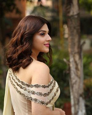 Mehreen Kaur At Entha Manchivaadavuraa Movie Interview Photos | Picture 1714040