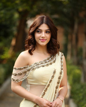 Mehreen Kaur At Entha Manchivaadavuraa Movie Interview Photos | Picture 1714022