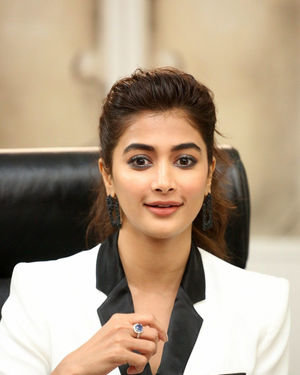 Pooja Hegde At Ala Vaikunthapurramuloo Movie Interview Photos | Picture 1714698