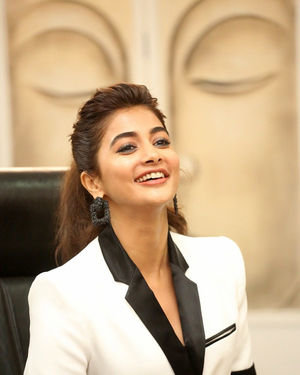 Pooja Hegde At Ala Vaikunthapurramuloo Movie Interview Photos | Picture 1714696