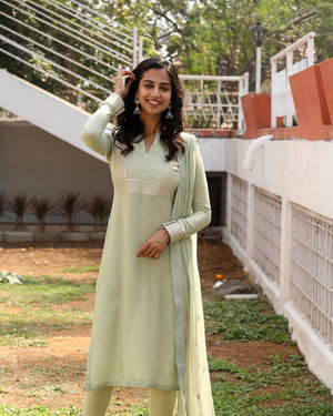 Meenakshi Chaudhary - Ichata Vahanamulu Niluparadu Movie Launch Photos | Picture 1717757