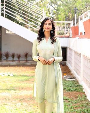 Meenakshi Chaudhary - Ichata Vahanamulu Niluparadu Movie Launch Photos | Picture 1717741