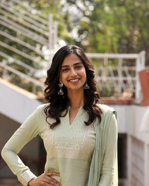 Meenakshi Chaudhary - Ichata Vahanamulu Niluparadu Movie Launch Photos | Picture 1717750