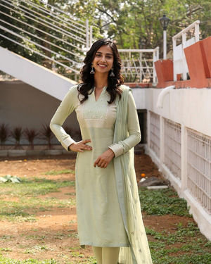 Meenakshi Chaudhary - Ichata Vahanamulu Niluparadu Movie Launch Photos | Picture 1717749