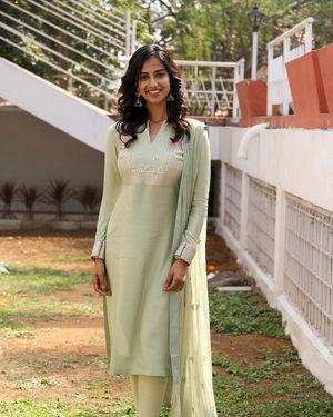 Meenakshi Chaudhary - Ichata Vahanamulu Niluparadu Movie Launch Photos | Picture 1717753