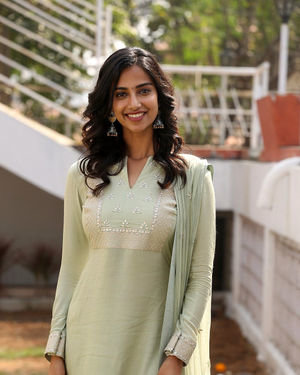 Meenakshi Chaudhary - Ichata Vahanamulu Niluparadu Movie Launch Photos | Picture 1717754