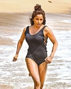 Pooja Bhalekar - Enter The Girl Dragon Telugu Movie Hot Stills   Picture 1725570